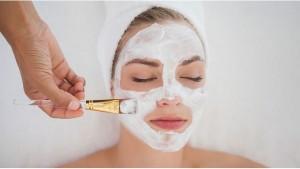 Тонизирующая маска из хрена для вялой кожи