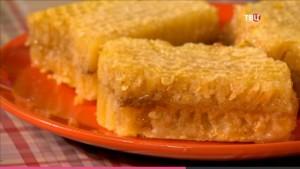 Сотовый мед содержит пергу и воск