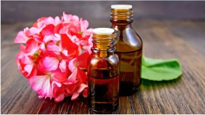 Масло герани поможет снять головную боль